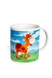 Keramischer Becher mit einer gemalten Kuh Stockfotografie