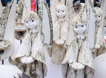 Keramischer Engel des netten Lehms stellt lebendigen angemessenen Markt dar Stockfotos