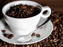 Keramischer Tasse Kaffee lizenzfreie stockbilder