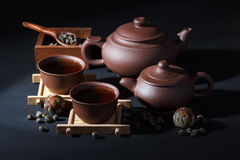 Keramischer Teesatz mit grünem Tee Stockfotografie
