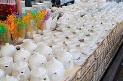 keramisches Geschirr bei Jatujak verkaufend, weekend Markt, thailändisches Bangkok Lizenzfreies Stockfoto