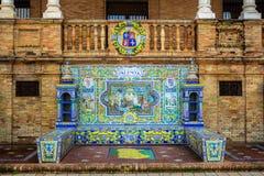 Keramisk bänk i Plaza de Espana i Seville, Spanien royaltyfria foton