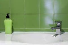 Keramisk handtvättställ arkivbilder