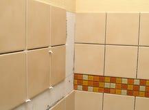 keramisk installationstegelplatta Arkivbilder