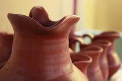 Keramisk krukmakerivas som innehåller Chicha de Jora royaltyfri fotografi