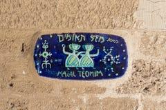 Keramisk pekare i konstellationer av Gemini Street i Jaffa, telefon Royaltyfri Foto