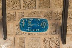 Keramisk pekare i konstellationer av Skyttengatan i Jaffa Royaltyfria Bilder