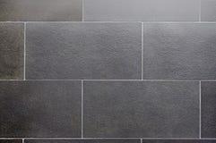 Keramisk tegelplatta, fyrkantig sömlös textur-grå färg för mörker, tegelplattadurk arkivbilder