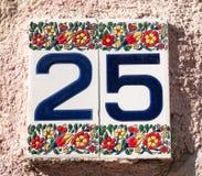 Keramisk tegelplatta med huset nummer 25 Royaltyfria Foton
