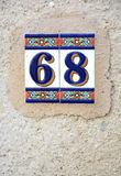 Keramisk tegelplatta med nummer 68 Royaltyfri Foto
