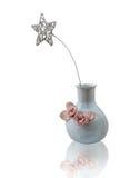Keramisk vas med en blänkt stjärna som isoleras Royaltyfri Fotografi