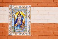 Keramiska jungfruliga Mary belägger med tegel avbildar Royaltyfria Bilder