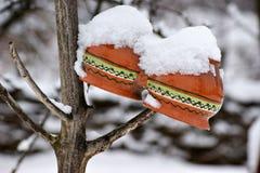 Keramiska krukor under snön Royaltyfria Bilder