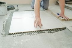 keramiska läggande tegelplattor Arkivbilder