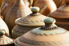 Keramiska lerakrukor och pannor Arkivbilder