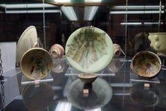 Keramiska plattor i museum Arkivbild