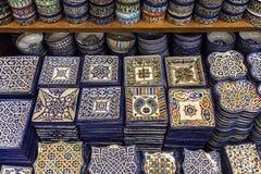 Keramiska souvenir av Fez, Marocko Arkivbild