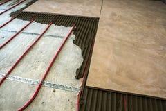 Keramiska tegelplattor och hjälpmedel för tiler Installation för golvtegelplattor Hom Arkivfoto