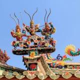 Keramiskt dekorera på överkanten på pagoden Royaltyfria Foton