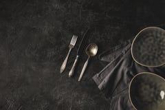 Keramiskt plattor och bestick Royaltyfri Foto