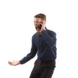 Kerel die op telefoon gillen Royalty-vrije Stock Foto's
