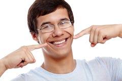 Kerel die zijn gezonde glimlach tonen stock fotografie