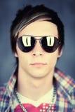 Kerel die zonnebril draagt Royalty-vrije Stock Foto