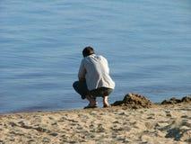 Kerel en het strand Stock Fotografie