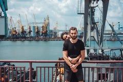 Kerel en meisje in de dokken royalty-vrije stock foto's