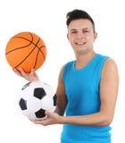 Kerel met een basketbal en een voetbal stock fotografie