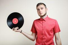 Kerel met een vinylverslag Stock Afbeelding