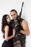 Kerel met meisje op een slagveld stock foto's