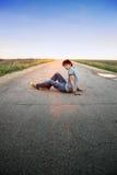 Kerel op de weg Stock Foto's