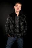 Kerel in zwart jasje Royalty-vrije Stock Foto