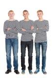 Kerels in gestreepte overhemden met gekruiste wapens Royalty-vrije Stock Foto