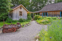 Front entrance pathway and gardens at The Grist Mill and Gardens Keremeos stock images