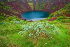 Kerid è lago del cratere situato sopra a sud dell'Islanda Immagini Stock