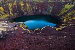Kerid krateru Islandzki błękitny powulkaniczny jezioro Fotografia Stock