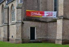 Kerk in actie met een vraag om geld voor liefdadigheid te maken stock foto's