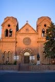Kerk bij dageraad stock afbeeldingen