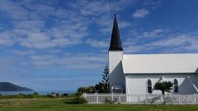 Kerk bij de kust Stock Afbeelding