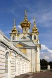 Kerk bij het Grote paleis in Petrodvorets Royalty-vrije Stock Afbeeldingen