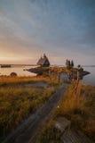 Kerk bij kust een zonsopgang Royalty-vrije Stock Afbeeldingen