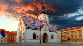 Kerk bij nacht in Zagreb, Kroatië stock fotografie