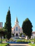 Kerk bij weinig stad in Brazilië, Monte siao-MG royalty-vrije stock afbeelding