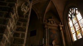 Kerk binnenlandse details in Broglie, Normandië Frankrijk, PAN stock video