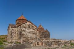 Kerk bovenop een heuvel dichtbij Sevan-meer Stock Afbeelding