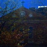 Kerk in de herfst Stock Afbeelding