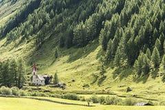Kerk in de Italiaanse Alpen Stock Fotografie
