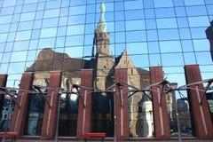 Kerk in de spiegel Royalty-vrije Stock Foto's